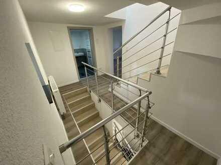 Bezugsfertiges Einfamilienhaus mit 4 Zimmern und Balkon!