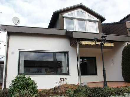 Sehr geräumiges und helles Haus mit fünf 1/2 Zimmern in Esslingen (Kreis), Kirchheim unter Teck