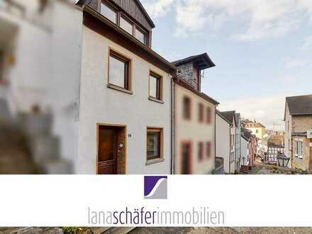 Gepflegtes Wohnhaus mit kleinem Innenhof