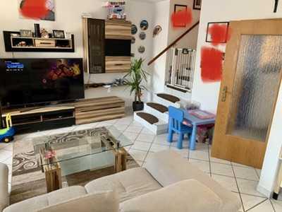 Geschmackvolle 4-Raum-Wohnung mit Balkon und Einbauküche in Augsburg von Privat
