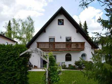 München-Allach! Doppelhaushälfte + 2 Wohnungen mit schönem Garten und 2 Garagen in ruhiger Lage!