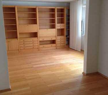 Modernisierte 2,5-Zimmer-Hochparterre-Wohnung mit Balkon und EBK in Bremerhaven