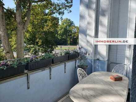 IMMOBERLIN.DE - Zauberhafte Stuck-Altbauwohnung in Spandauer Altstadt mit Loggien