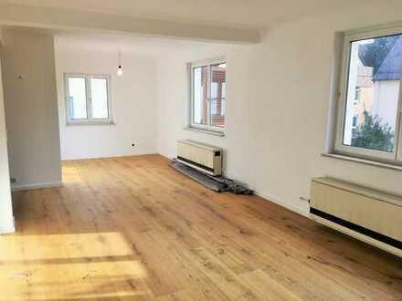 Stilvolle, vollständig sanierte 2-Zimmer-Wohnung mit Einbauküche in Stuttgart