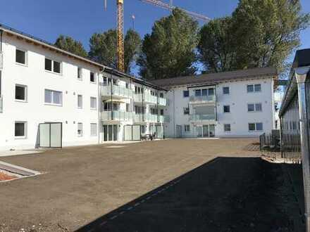Neubau - Erstbezug / Hochwertige 3-Zimmer-Wohnung im EG mit Garten und Einbauküche