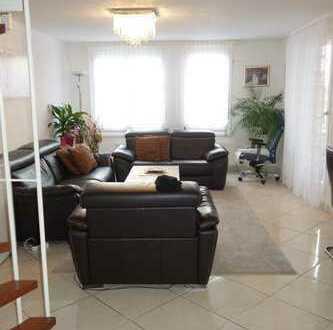 Eine große helle Maisonette Wohnung zu vermieten!