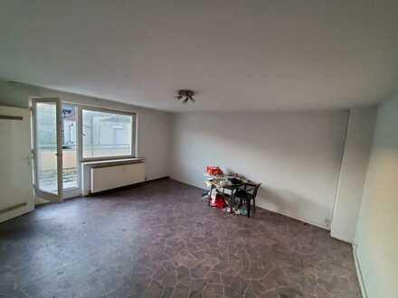 Obertürkheim v. Privat Wohnung mit vier 4 Zimmer und grossem Balkon