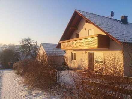 Liebevoll renoviertes Einfamilienhaus mit EBK und Garten von privat