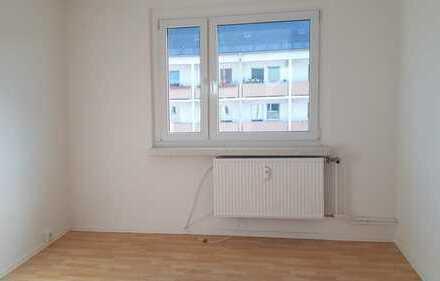 Kleine 3-Raum-Wohnung mit neuer Einbauküche - perfekt für Pärchen und Kochfreunde