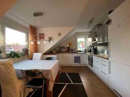 Gepflegte 2,5-Zimmer-DG-Wohnung mit Balkon und Einbauküche in Pfaffenhofen/Ilm