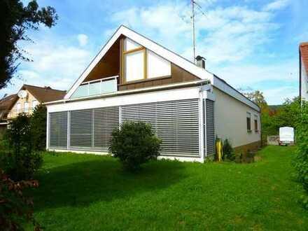 Freistehendes Einfamilienhaus mit Doppelgarage, sonnigem Wintergarten in ruhiger Wohnlage!