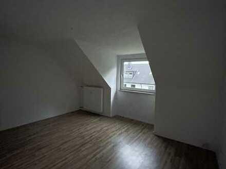 2 - Zi. Dachgeschosswohnung inkl. Stellplatz im schönen Köln