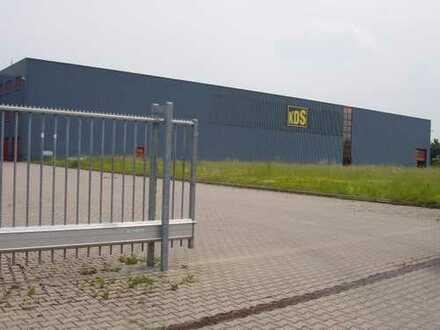 Produktionshalle direkt sichtbar an der A4 zwischen Weimar und Erfurt