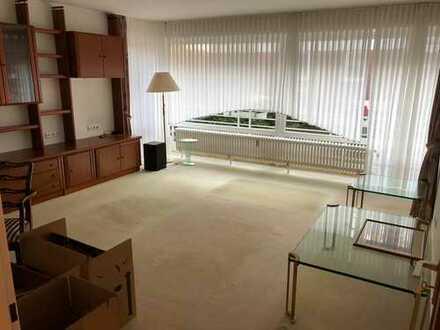 Vollständig renovierte 3-Zimmer-Erdgeschosswohnung mit Balkon und EBK in Großburgwedel