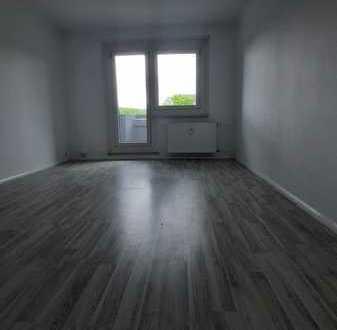 *Familie gesucht* 4-Raum Wohnung mit Balkon & Dusche, EBK möglich