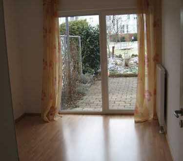 Schöne 2-Zimmer-Einliegerwohnung mit Terrasse und Einbauküche in Reutlingen