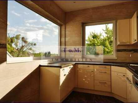 Luxuriös, hell, liebevoll und hochwertig neu ausgebautes Dachgeschoss, kaum Dachschrägen!