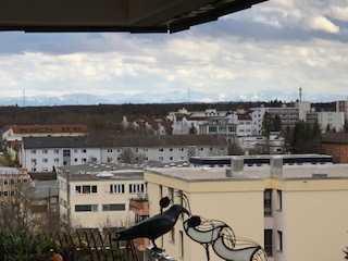 Möblierte, stilvolle, modernisierte 2-Zimmer-Wohnung mit Balkon und Einbauküche in Germering