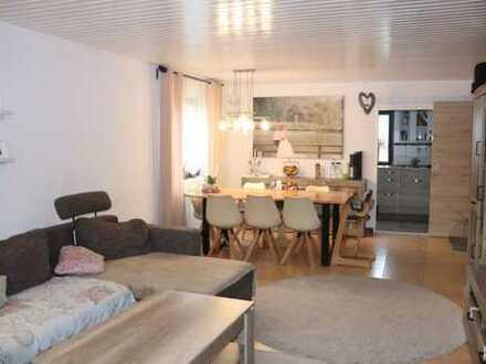 Helle 3-Zimmer-Wohnung mit Einbauküche, Balkon und Tiefgarage in Heimsheim