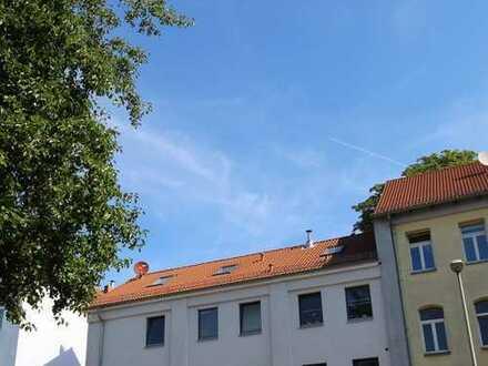 Renovierte 5 Zi. Maisonette-Wohnung,Wannenbad,Dusche,Kamin,Parkett,Fliesen,Blk.,Garage etc.