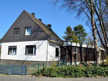 Freistehendes Einfamilienhaus mit großem Grundstück im schönen Angermund