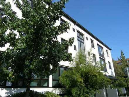 Df.-Golzheim (Nähe Rheinufer/ Yachthafen): Hochwertig ausgestattete 4-Raum-Wohnung mit großer Loggia