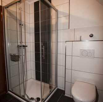 Gepflegte DG-Wohnung mit zwei Zimmern und Balkon in Essen-Holthausen