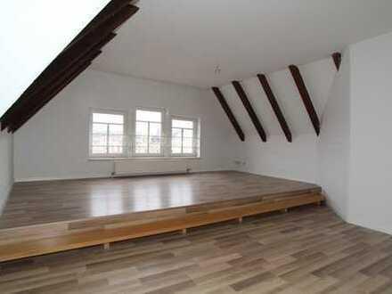 Super coole DG-Wohnung!...frisch gemalert...neues Laminat...Tageslichtbad....Stellplatz...