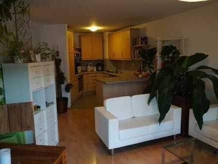 Schöne, gepflegte 2-Zimmer-Wohnung mit Einbauküche, ausgezeichneter ruhiger Lage