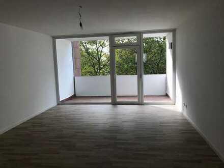 Erstbezug nach Sanierung mit Balkon: schöne 4-Zimmer-Wohnung in Rodgau