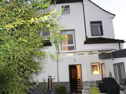 Liebevolles und sehr gepflegtes, freistehendes Einfamilienhaus in Dreieichenhain