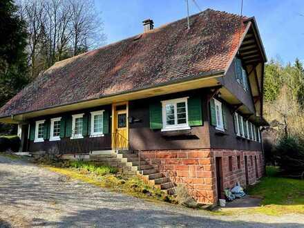 Schönes Zweifamilienhaus im Aussenbereich