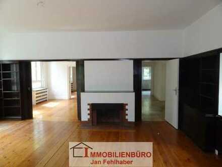 Große 4-Zimmer-Altbauwohnung mit Einbauküche, Wintergarten und Garage im Theaterviertel