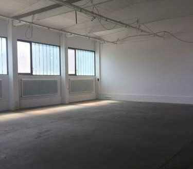Gewerbehalle mit Büro-und Sanitärtrakt zu vermieten