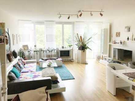 **Exklusive barrierefreie Wohnung mit Balkon, Aufzug,Parkett, Wannenbad,Dusche & separates GästeWC**