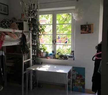 Stilvolle, gepflegte 3-Zimmer-Wohnung mit Balkon in München
