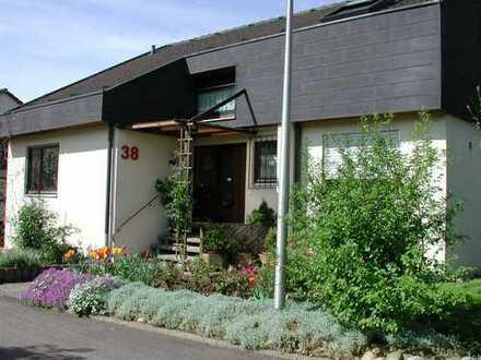 Frei stehendes Einfamilienhaus (+ sep. ELW ) mit 8 Zimmern und EBK in Ilsfeld, Ilsfeld