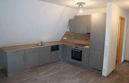 Neuwertige 2 Zimmmer Maisonetten-Wohnung mit EBK,Balkon sowie Garage in Aidlingen,WM:865€