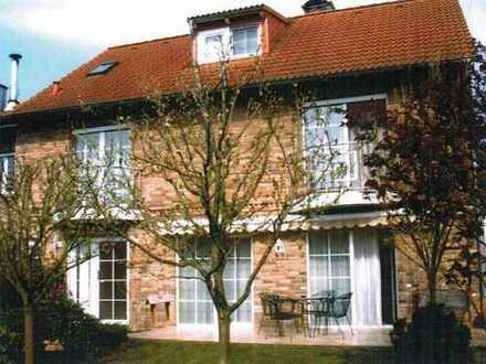 Schönes, geräumiges EFH Haus mit fünf Zimmern in Köln- Esch