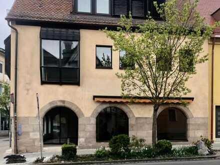 3 stöckiges Geschäftshaus / 2 Etagen Verkaufsfl. für Einzelhandel + 75 qm Büro / Wohnung