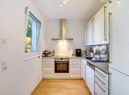 Exklusive, geräumige 2-Zimmer-Wohnung mit Balkon mit Blick auf den Dom und Einbauküche in Aachen
