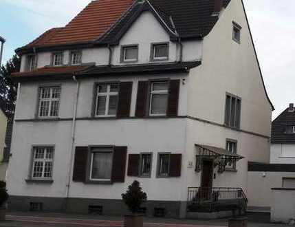 ZWANGSVERSTEIGERUNG - Einfamilienhaus in zentraler Wohnlage!
