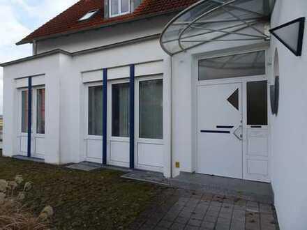 Leipheim: Büro- / Praxisfläche mit 8 Stellplätzen, Klima und DV-Verkabelung