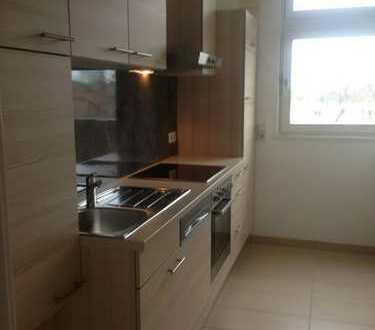 Helle und schöne modernisierte 2-Zimmer-Wohnung mit Balkon/EBK und TG in Steglitz