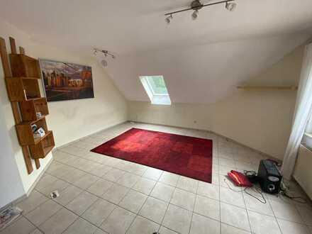 Schöne, 3-Zimmer Dachgeschoss-Wohnung mit 2 Bäder