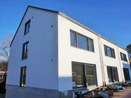 Nähe Uniklinikum im Erstbezug zum 01.03.2020: REH mit Einbauküche in toller Lage in Neusäß-Westheim