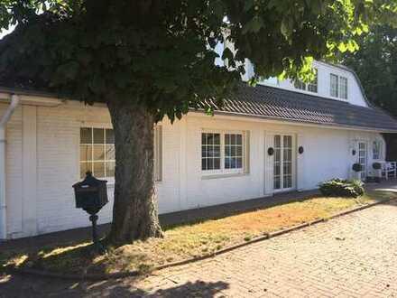 Erstbezug nach Renovierung: Schöne 3 bis 4 Zimmer-Erdgeschosswohnung mit EBK, Terasse, Garten