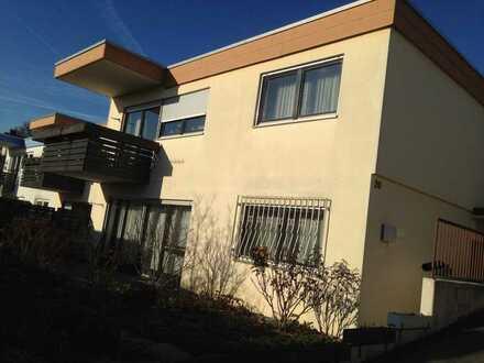 Attraktive 2-Zimmer-Wohnung mit Balkon und Einbauküche in Leonberg