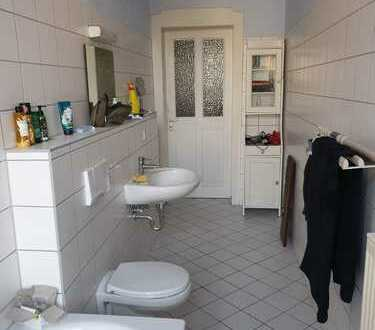 Möbliertes Zimmer in Dresden-Striesen mit gemeinsamer Wohnküche, Wohnzimmer und kleinem Balkon