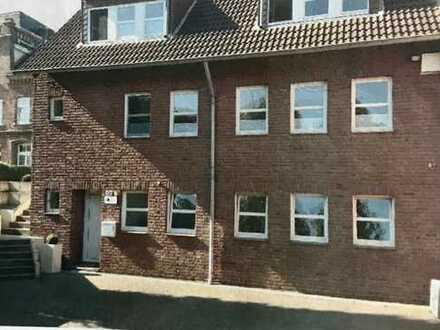 Preiswerte, modernisierte 3-Zimmer-EG-Wohnung zur Miete in Westhoven, Köln